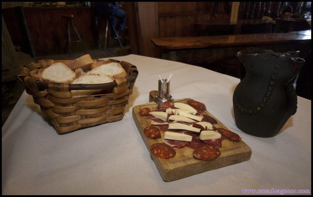 Queso, jamor, chorizo, pan y vino